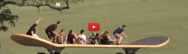 Ekstremno: 15 ljudi istovremeno na najvećem skejtbordu na svijetu!