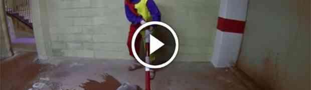 Nisam mogao ni pomislit da klaun može izgledati opasno dok nisam pogledao ovaj video!