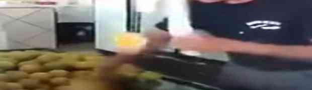 NINDŽA U KUHINJI: Čovjek isjekao veliku gomilu limuna za samo par sekundi!