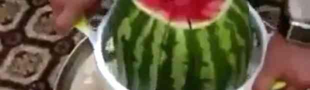 Kako savršeno isjeći lubenicu za 5 sekundi (VIDEO)