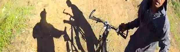Naoružani lopovi u šumi opljačkali biciklistu pa debelo nadrljali (VIDEO)