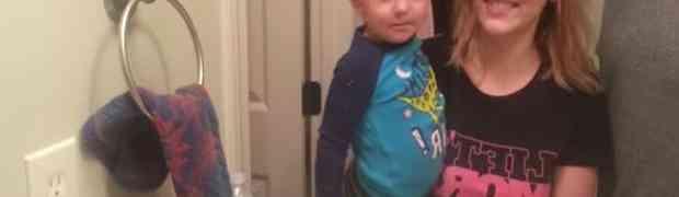 Ovako to izgleda kada beba po prvi put otkrije svoje obrve (VIDEO)