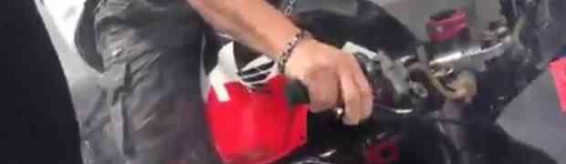Glumio facu na motoru pa se dobro osramotio pred društvom (VIDEO)