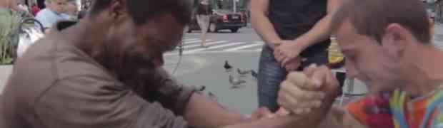 Dva beskućnika natezala ruke za novac, na kraju se desio neočekivani obrat!