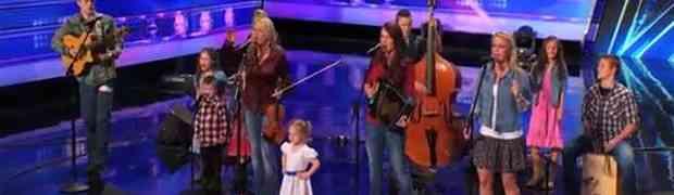 Dvanaestočlana porodica je izašla na binu i totalno šokirala publiku i žiri! (VIDEO)