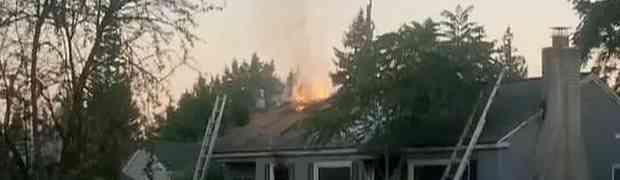Čovjek bakljom pokušao ubiti pauka pa zapalio sebi kuću! (VIDEO)