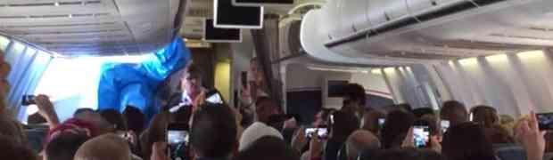 Čovjek se u avionu šalio da je zaražen Ebolom, pogledajte šta mu se dogodilo u nastavku!