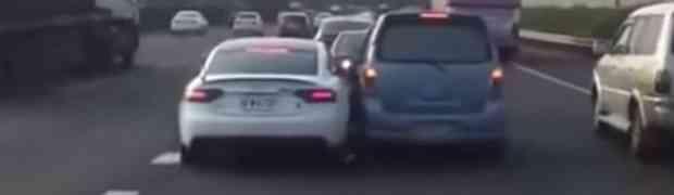 BEZ KOMENTARA: Ovako izgleda svađa na putu negdje u Aziji (VIDEO)