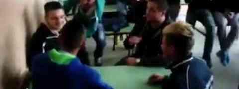Zabava u školi na bosanski način (VIDEO)