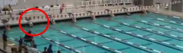 Izgleda kao normalan plivač, ali kad je takmičenje počelo uradio je nešto nevjerovatno