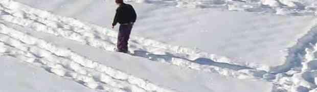 Ovaj čovjek satima namjerno hoda po snijegu. Ne možemo vjerovati u šta gledamo!
