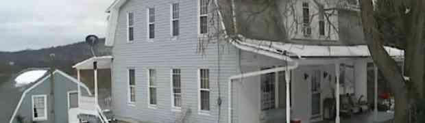 Kupili su kuću i odlučili da je renoviraju. Ono što su pronašli u zidovima ih je šokiralo!