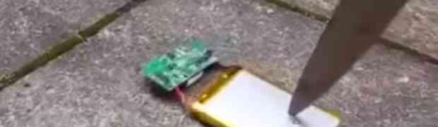 Ovaj nevjerovatni video prikazuje nešto što bi svaki vlasnik mobitela trebao da vidi! Strašno!
