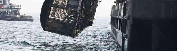Bacili su nekoliko starih vagona u okean, no nećete vjerovati koji je razlog!