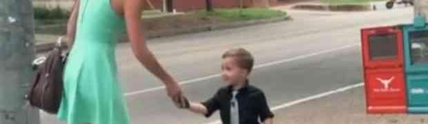 Ovaj 4-godišnji dječak je na cesti prišao djevojci. Ne možemo da vjerujemo da je ovo zatražio od nje!