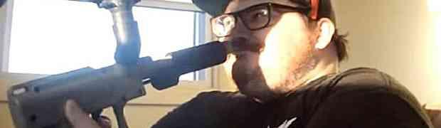 Debeljuca uzeo pištolj i opalio sebi direktno u usta! Ovako nešto još nisam vidio! (VIDEO)