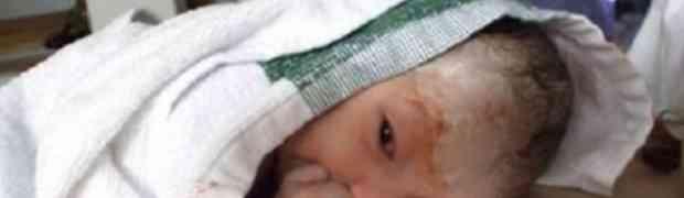 Samo 15 minuta nako što se rodila, ova beba je uradila nešto što je nasmijalo cijeli svijet! (VIDEO)