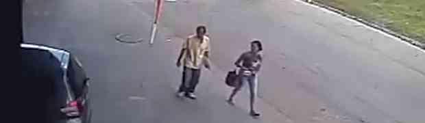 Šetao je ulicom sa svojom suprugom. Kada vidite šta će mu se dogoditi na 0:04 PAŠĆETE SA STOLICE! (VIDEO)