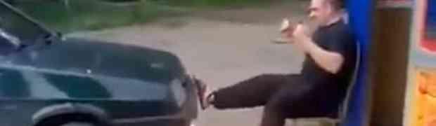 Ovako ruski bilderi jačaju noge kada ne idu u teretanu (VIDEO)