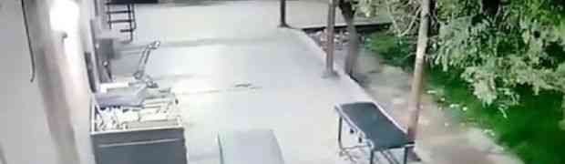 Scena od koje će vam se dići kosa na glavi! Pogledajte šta su nadzorne kamere snimile u jednoj bolnici u Argentini! (VIDEO)