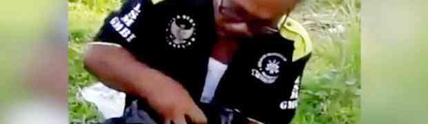 Stavio je ruku u kesu punu eksera, a onda uradio nešto što će vas ostaviti bez teksta! NE VJERUJEMO! (VIDEO)