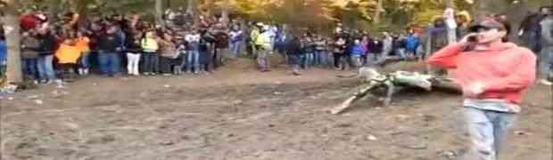 Gledali su utrke motora, a onda se desilo nešto nevjerovatno (VIDEO)