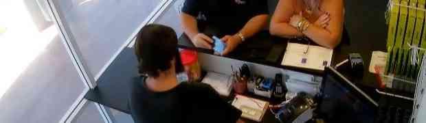 Donijeo je u servis mobitel na popravak, ali ono što je uslijedilo na 0:09 SVI ĆE DUGO PAMTITI... (VIDEO)