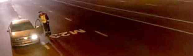 Saobraćajni policajac u pola noći zaustavio je sumnjivi automobil. Ono što će uslijediti par sekundi kasnije još nije viđeno u svijetu!