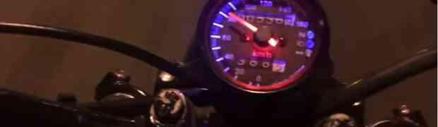 Kupio je brzinomjer iz Kine i postavio ga na svoj motor. Ono što je snimio NASMIJALO JE MILIONE! (VIDEO)