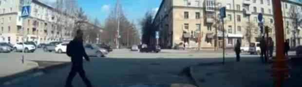 Htio je da štapom popravi pokvareni semafor... BOLJE DA NIJE! (VIDEO)
