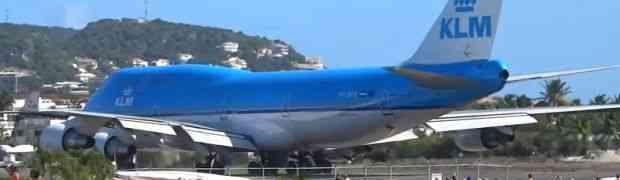 Htjeli su da se što više približe i snime polijetanje velikog putničkog aviona. BOLJE DA NISU! (VIDEO)