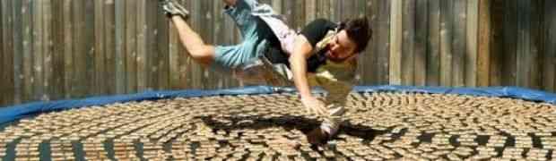 ČOVJEČE, TI SU LUD! Ladno je skočio na 1.000 MIŠOLOVKI! (VIDEO)