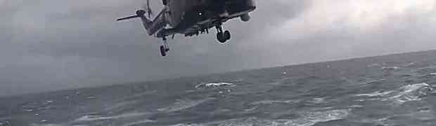 Htio je da po olujnom nevremenu spusti svoj helikopter na brod. Nećete vjerovati šta je uradio ovaj pilot! (VIDEO)