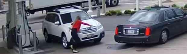 NAJLUĐI SNIMAK KOJI ĆETE VIDJETI: Na bizaran način spriječila lopove da joj ukradu automobil! (VIDEO)