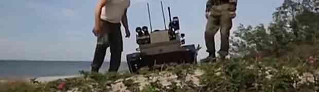 Ruski vojnik uživo na televiziji pokazivao je novinaru najnovijeg borbenog robota, a onda se događa nešto što NISU OČEKIVALI!