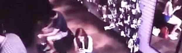 VAMPIRI DEFINITIVNO POSTOJE! Pregledavanjem snimka tražili LOPOVA, pa pronašli nešto MNOGO GORE! (VIDEO)