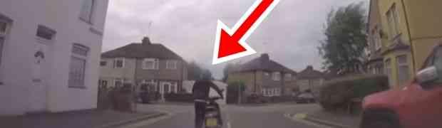 Vozila se polako cestom u automobilu, a onda je doživjela ŠOK ŽIVOTA! Pogledajte šta joj je uradio vozač scootera! (VIDEO)