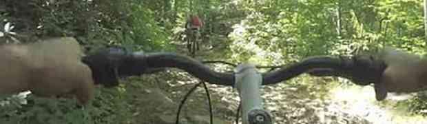 Kupio je jeftini bicikl i krenuo na vožnju šumom. Bila je to najveća greška koju je napravio u svom životu! (VIDEO)