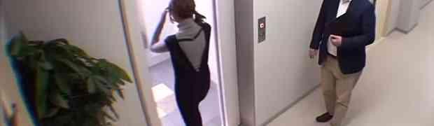 Djevojka je ušla u lift zgrade ni ne sanjajući šta će joj se dogoditi unutra... (VIDEO)