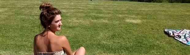 Ležala je na travi i sunčala se, a onda je prema njoj velikom brzinom krenula zmija. Nećete vjerovati šta je uradila ova djevojka (VIDEO)