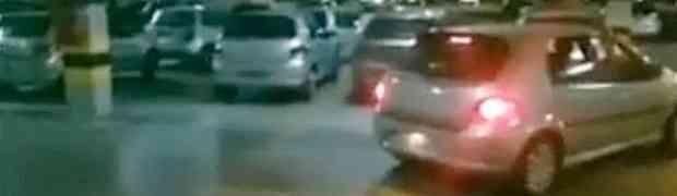 Nemate senzore na autu i imate problema s parkiranjem? Ovi ljudi smislili su najgenijalniji način parkiranja automobila IKAD!