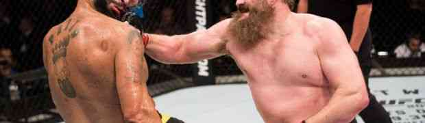 Bradati debeljuca sa ogromnom stomačinom dokazao da u ringu ne pobjeđuju uvijek mišići! (VIDEO)