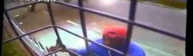 Pokušao je provalit u jednu kuću preko balkona, bolje da nije (VIDEO)