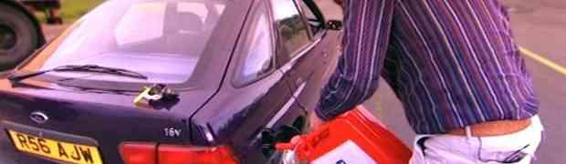 Odlučio je da provjeri šta će se dogoditi s njegovog dizel automobila nakon što u njega naspe benzin. Pogledajte kako se završilo...