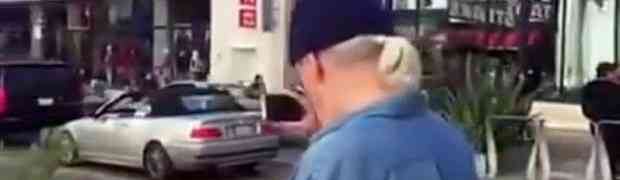 Uhvatio je pedofila kako snima maloljetne djevojke po gradu, a onda odlučio da ga prati. Pogledajte šta će se dogoditi u nastavku...