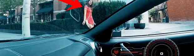 Vozio se gradom u skupocjenom Ferrariju i sve žene su gledale u njega. Čekajte da vidite šta je na kraju uradio se*si djevojci u miniću