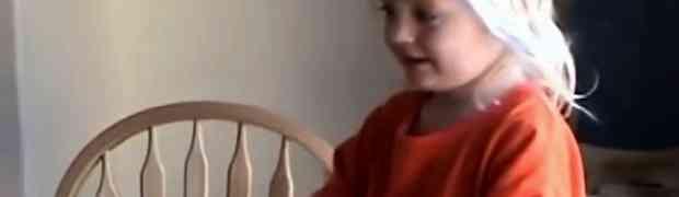 Ostavila je stariju kćerku da pazi na svog malog brata. Kada se vratila kući, šokirala se onim što je zatekla! (VIDEO)