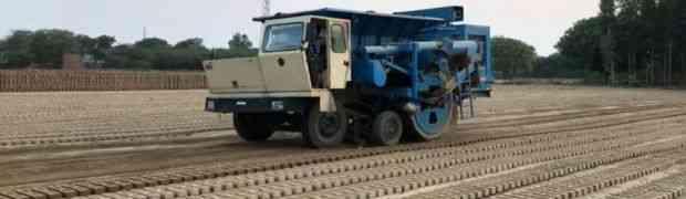 OVAKO NEŠTO JOŠ NISTE VIDJELI: Pogledajte specijalni kamion koji za sat vremena proizvode 15 000 cigli! (VIDEO)
