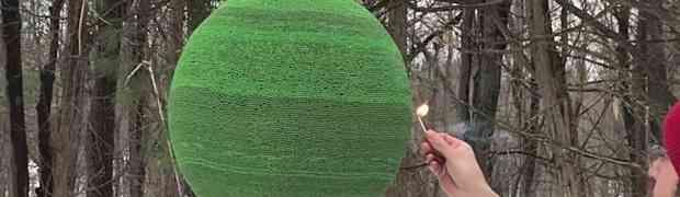 Napravio je loptu od 42 000 šibica, a onda je zapalio... Ovo je nešto najluđe što ćete vidjeti danas! (VIDEO)