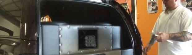 Ovaj automobil ima najjače ozvučenje od nevjerovatnih 30 000 WATTI! Pogledajte šta se dogodilo kada je unutra stavio jaja! (VIDEO)